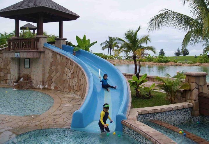Các loại cầu trượt ván nhảy cho hồ bơi